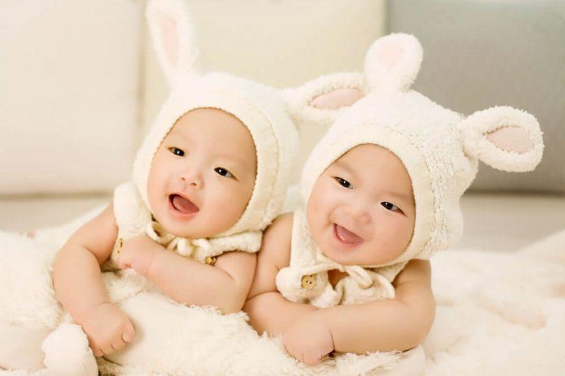 10 противоречиви факта за отглеждането на близнаци