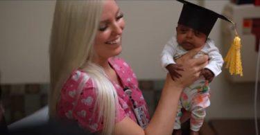 Изписаха Сейби - най-малкото бебе в света, родена само 245 гр.