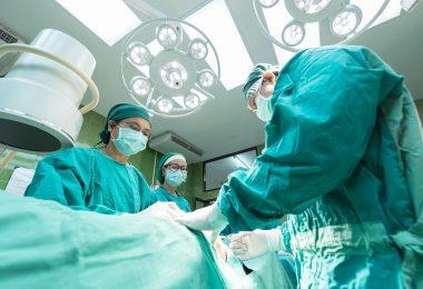 Лекари спасиха живота на бебе и онкоболна майка